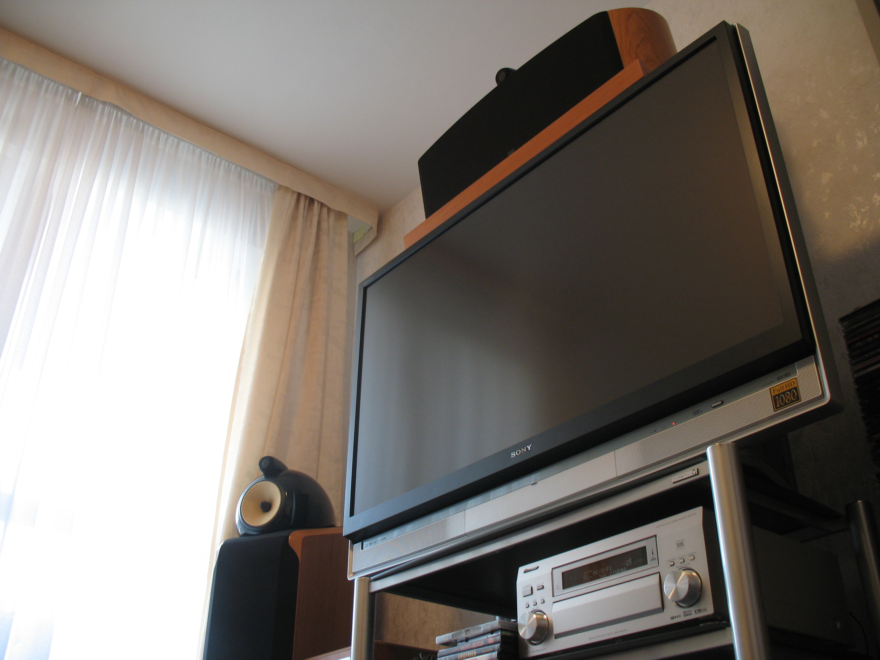 the hdtv - Sony KDS-55A2000